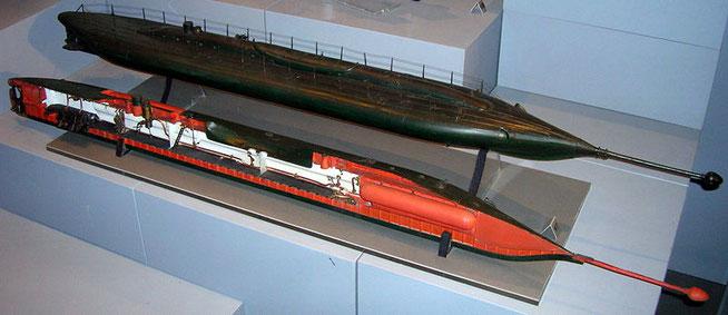 Maquette du sous-marin Le Plongeur, Musée de la marine, Rochefort