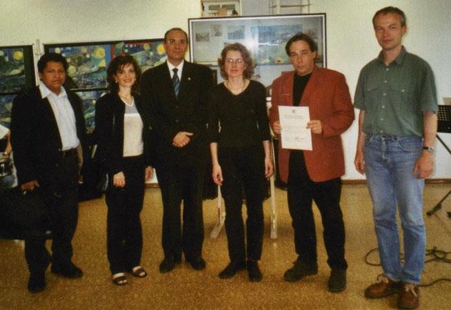 Vincent-van-Gogh-Schule - Der Vertrag ist unterschrieben.