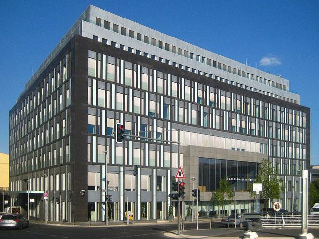 Haus der Bundespressekonferenz • Quelle: Wikipedia / Beek100