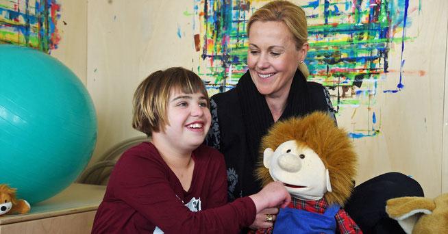 Bettina Wulff mit Patientin Franziska im Lebenszentrum Königsborn ©Abus