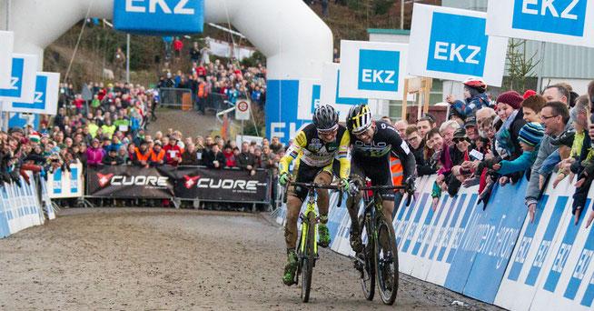 Spannung pur: Bertolini und Wildhaber sprinten um den Sieg © EKZ CrossTour