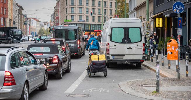 Zugeparkter Radweg © ADFC/Gerhard Westrich
