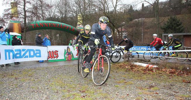 Auch im Hobbyrennen wurde hart gefightet ©Erhard Goller