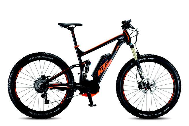 Das KTM Macina Kapoho bietet alle Eigenschaften eines guten E-Mountainbikes für Spaß-Athleten: vollgefedert, lange Federwege und B+ Reifen.