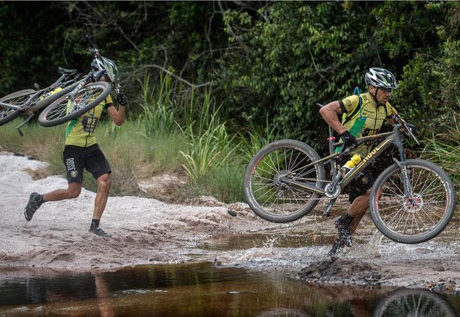Thum (v.) und Laffont im Einsatz ©Brasil Ride