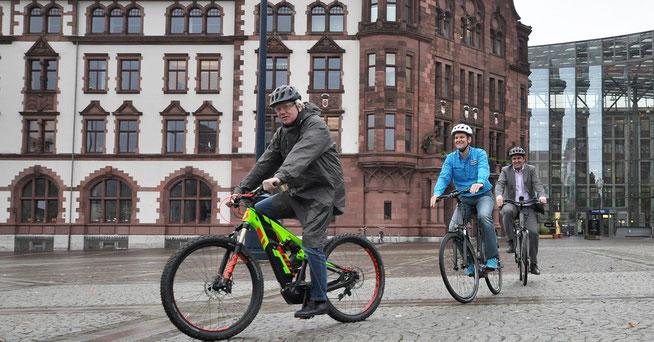 OB Ullrich Sierau (v.) freut sich aufs Dortmunder E-Bike-Festival ©Stefanie Kleemann
