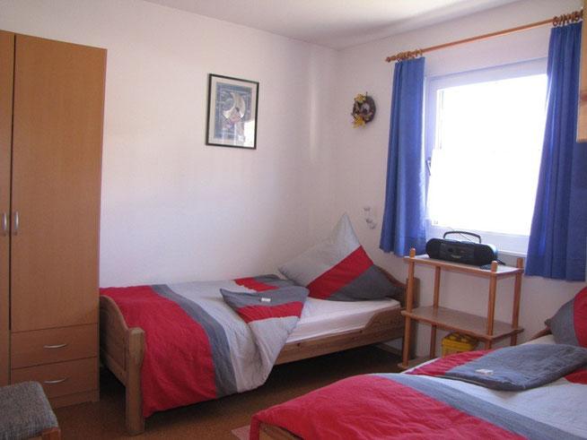 Kinderzimmer bzw. 2 Schlafzimmer vom Ferienhaus Knöpfle Haus 118 Lechbruck am See