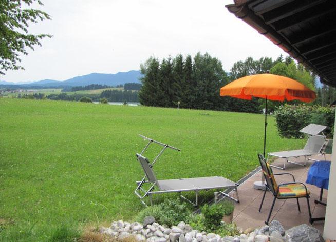 Terrasse von Ferienhaus Knöpfle, Haus 118 mit herrlichem Berg- und Seeblick