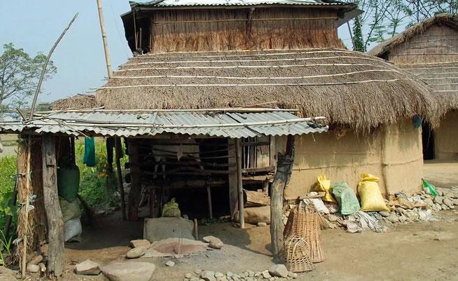 Lehm-Hütte Wellblech Nepal