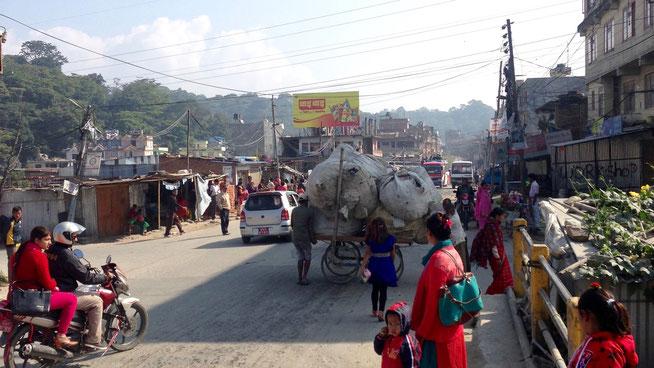 Kathmandu Stadtrand Slum Wellblech-Hütten