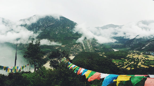 Nepal Erdbeben Gebetsflaggen Berge