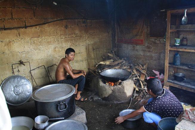 Kochen auf Holzfeuer in Nepal