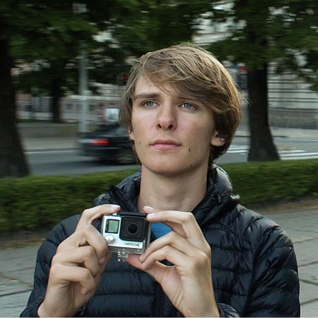 Jannis Riebschläger beim Filmen in Riga (Hauptstadt Lettlands)