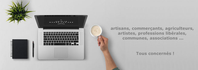 espace de travail avec ordinateur pour la création de site internet aux artisans, commerçants, agriculteurs, artistes, professions libérales ...