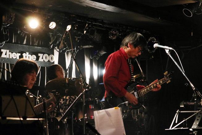 左から桜井君(B)、谷本君(Ds)、オレ。 Photo by Asumi T.