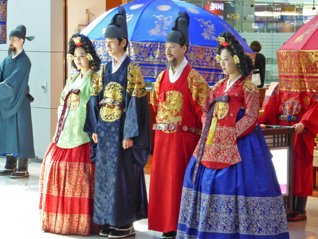 Two traditional  married Korean couples