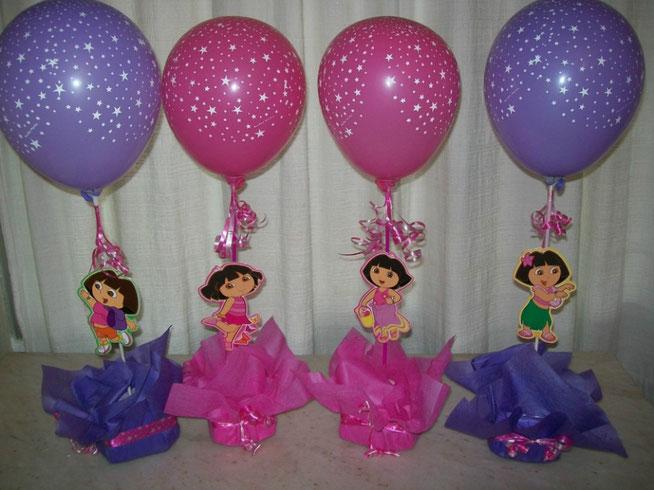 centro de mesa con globos para fiesta de cumpleaños