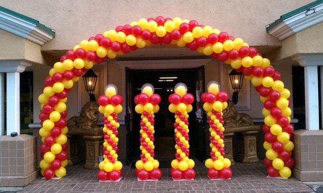 arco y columnas de globos