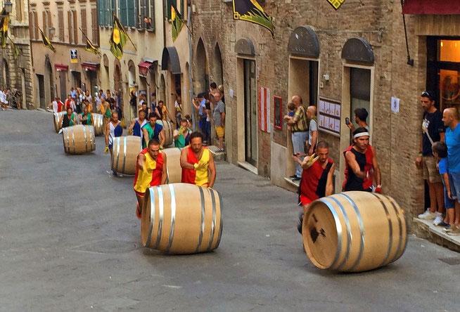 Course de tonneaux au palio de Montepulciano