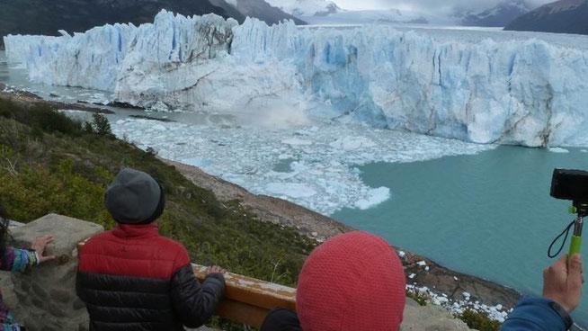 Bild: Der Petito-Moreno-Gletscher kalbt