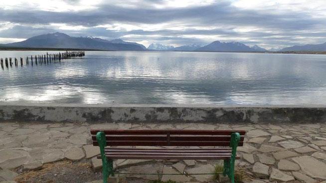 Bild: Blick in Puerto Natales aufs Meer