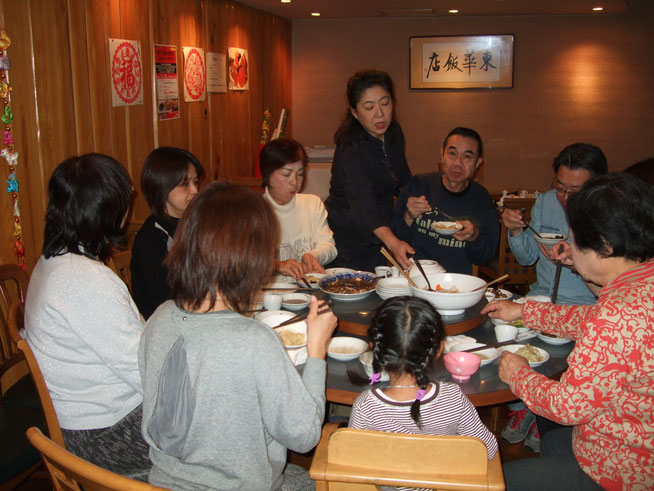 料理教室終了後参加者全員で料理を食べていただきます