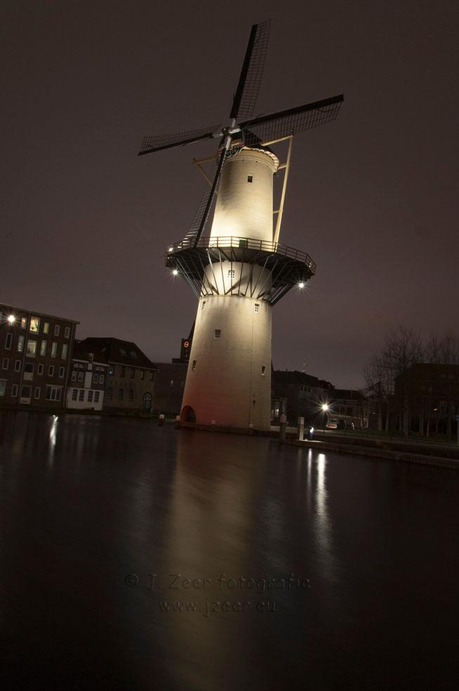 De Schiedamse molen De Kameel is de eerste van de vijf Schiedamse molens langs de Noordvestgracht.