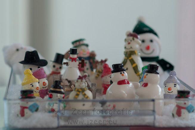 """Traditiegetrouw verdwijnen in januari de december versieringen. Deze maken in mijn ouderlijk huis plaats voor de sneeuwpoppen. En dit jaar vond de """"sneeuwpoppenconferentie"""" plaats."""
