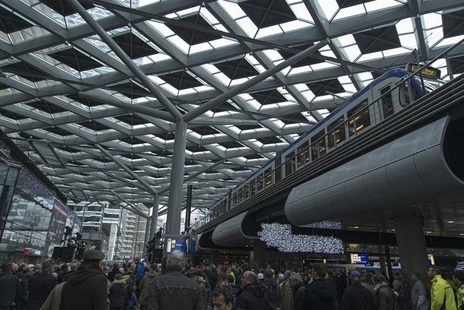De afgelopen jaren heb ik van dichtbij de metamorfose van station Den Haag Centraal meegemaakt. Van een donker en guur station tot een grote bouwput  en uiteindelijk een architectonisch hoogtepunt.