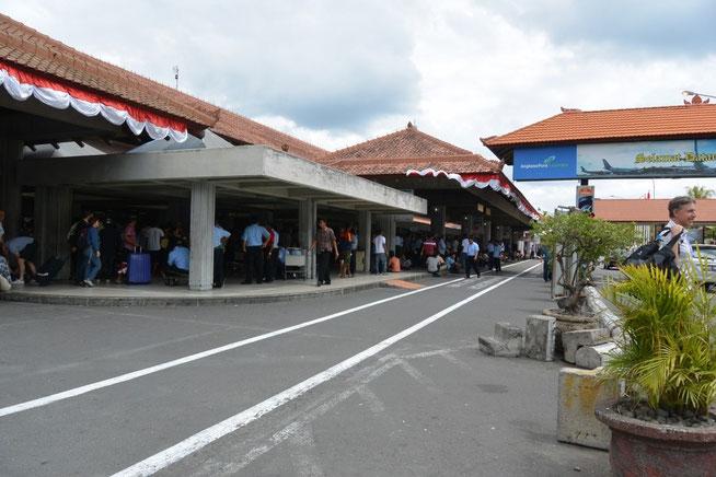 バリのン・グラライ空港