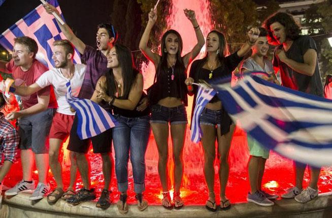 Bild: Griechen feiern Referendumssieg, 7.6.15