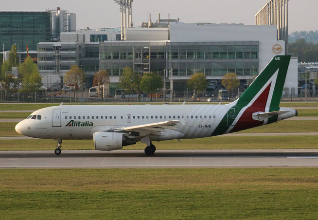 """A 319-112 """" EI-IME """"  Alitalia -1"""