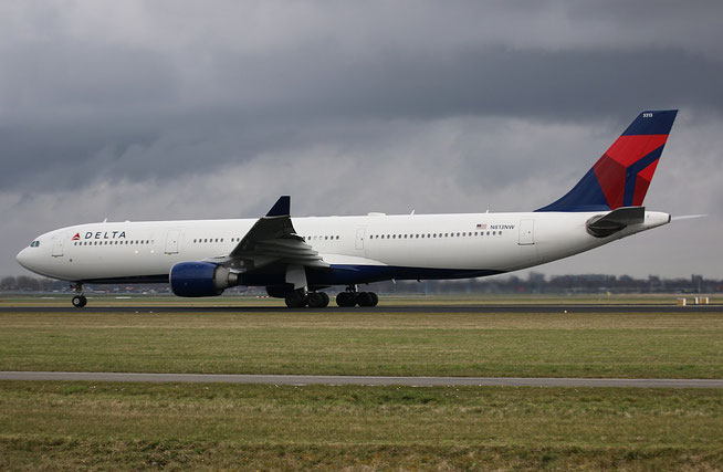 "A 330-323  "" N813NW ""  Delta Air Lines -1"