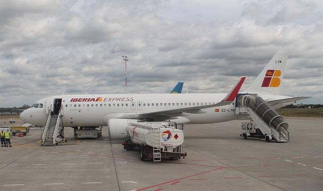 A320 EC-LYM-1