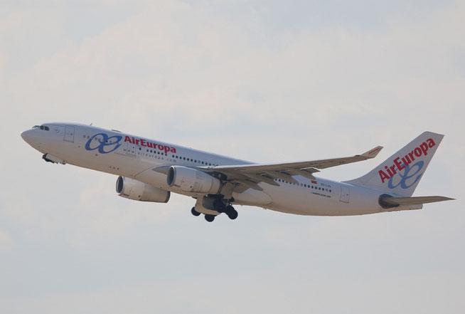 """A 330-243  """" EC-LVL """"  Air Europa -2"""