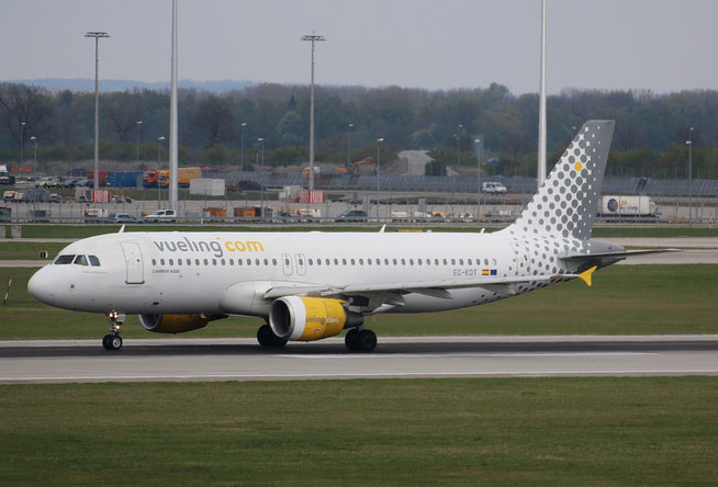 "A 320-216  "" EC-KDT ""  Vueling Airlines -1"