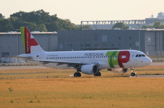 A320 CS-TMW-1