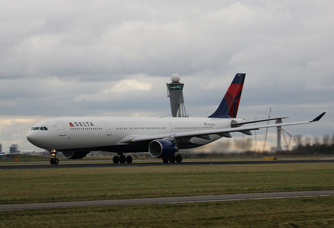 A330 N821NW-1