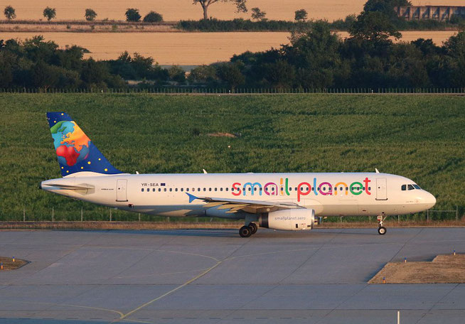 "A 320-231  "" YR-SEA ""  Small Planet Airlines (Germany) -1"