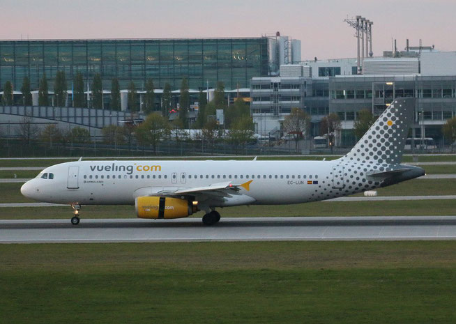 """A 320-232  """" EC-LUN """" Vueling Airlines -1"""