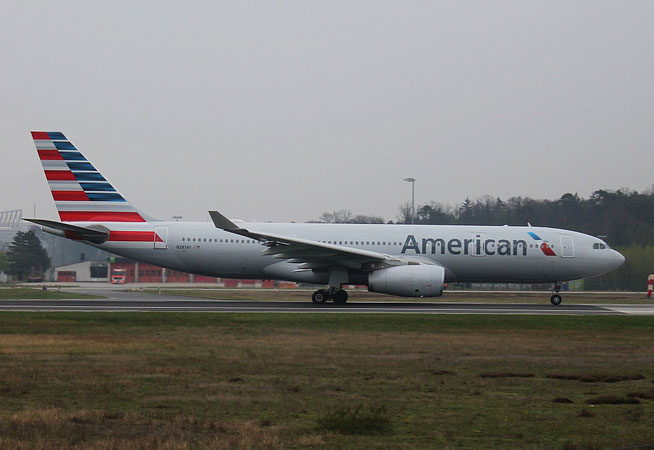 "A 330-243  "" N287AY "" American Airlines -2"