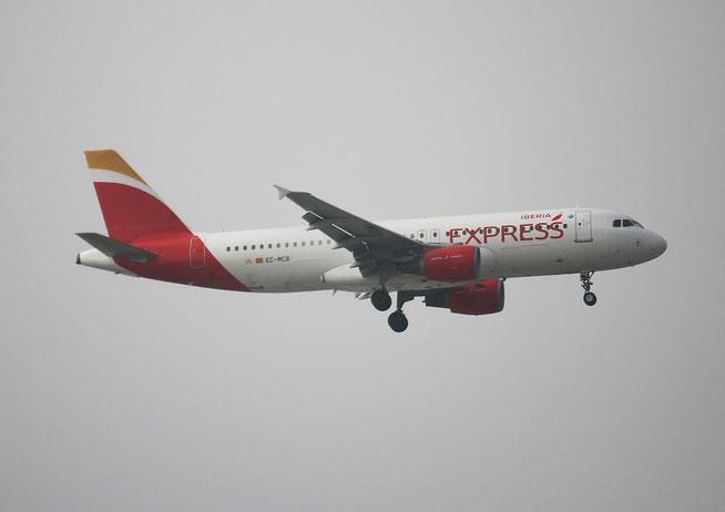 """A 320-214 """" EC-MCB """"  Iberia Express -2"""