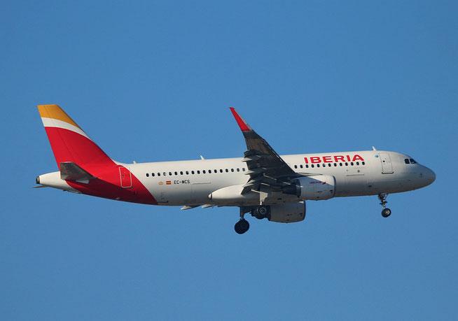 """A 320-214  """" EC-MCS """"  Iberia -2"""