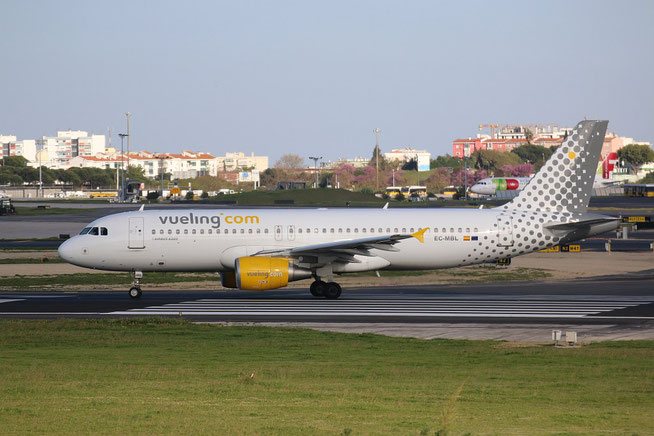 "A 320-214  "" EC-MBL "" Vueling Airlines -4"