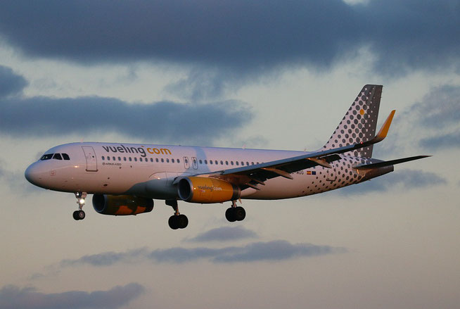 "A 320-232(W)  "" EC-MOG ""  Vueling Airlines -1"
