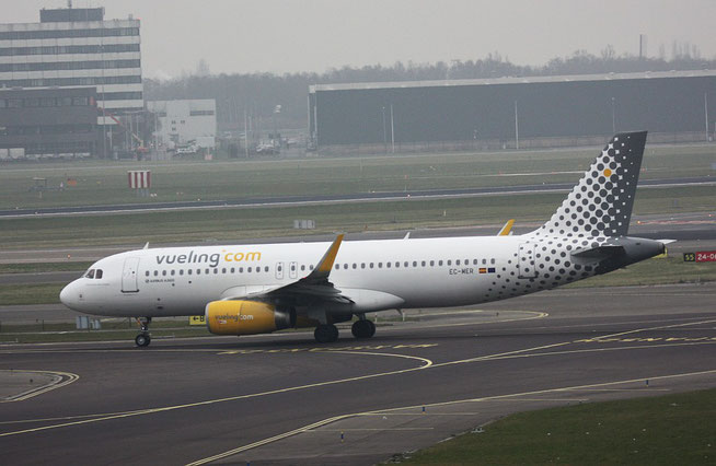 """A 320-232(W)  """" EC-MER """"  Vueling Airlines -2"""