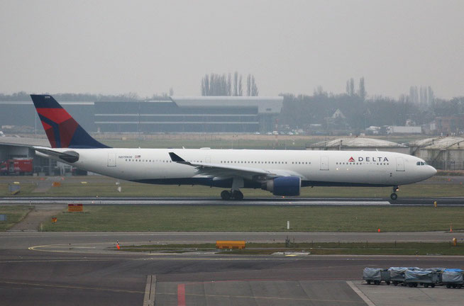 "A 330-323  "" N819NW ""  Delta Air Lines -1"