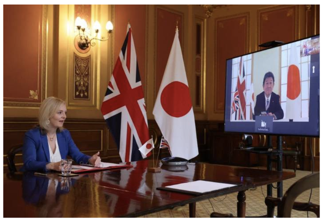 UK international trade secretary Liz Truss and Japan foreign minister Toshimitsu-Motegi agreeing the Japan-UK trade agreement.