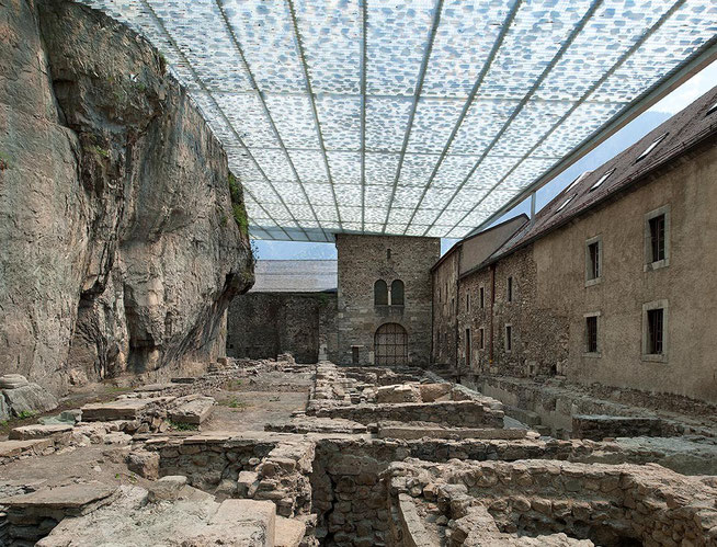 Foto: savioz fabrizzi architectes, © Thomas Jantscher (http://www.sf-ar.ch/architect/coverage-archaeological-ruins-abbey-st-maurice-8.html?idm=42)