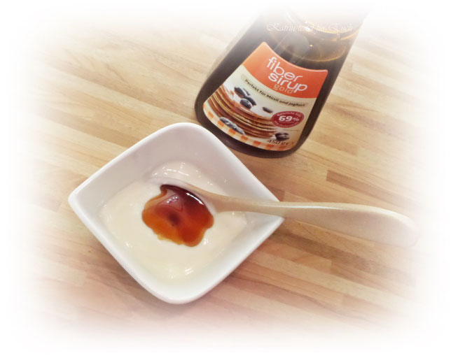 Natur - Joghurt mit dunklem Sirup